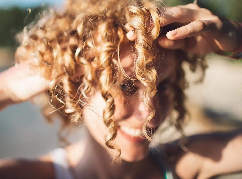 Qual a diferença entre protetor solar e protetor térmico para o cabelo