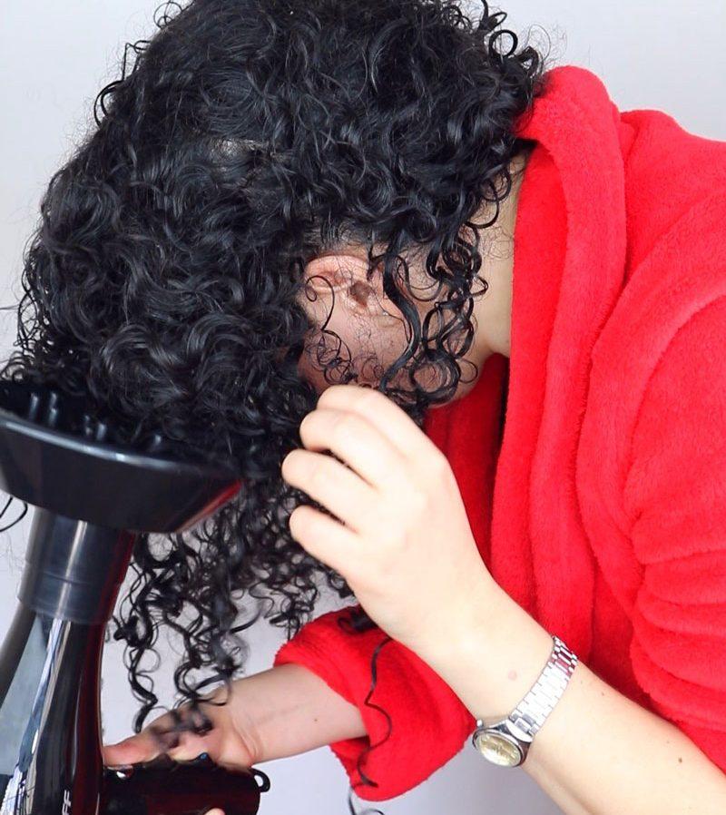 Como dar mais volume no cabelo cacheado - difusor