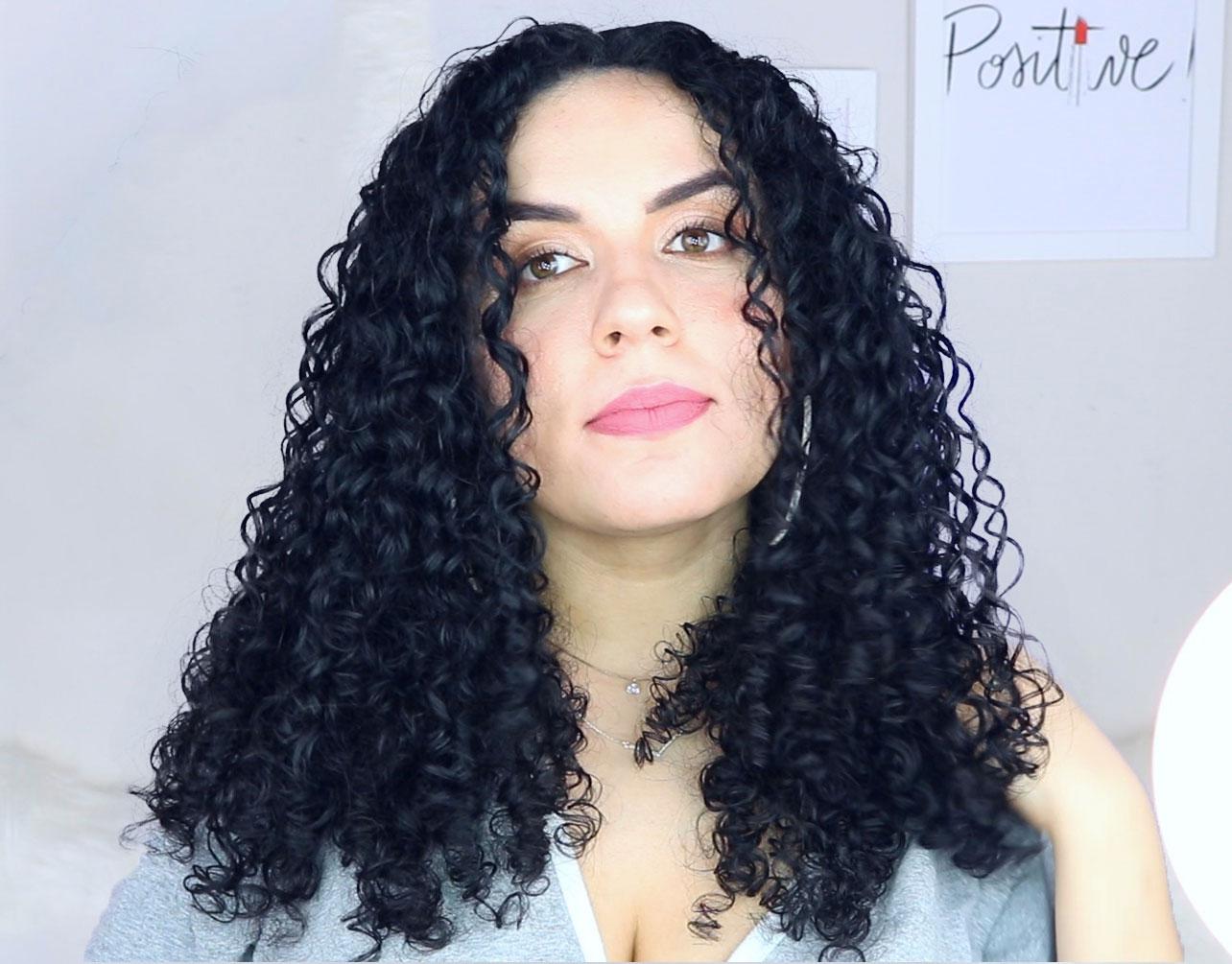como diminuir o volume dos cabelos cacheados e crespos