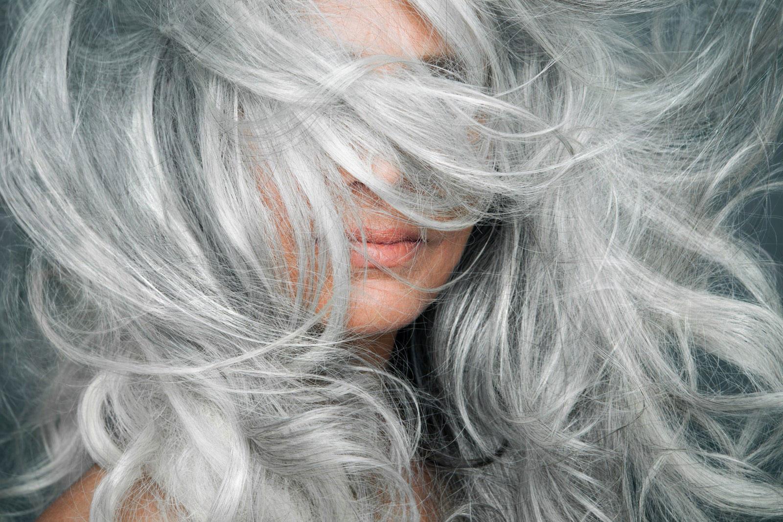 como cuidar do cabelo branco ou grisalho