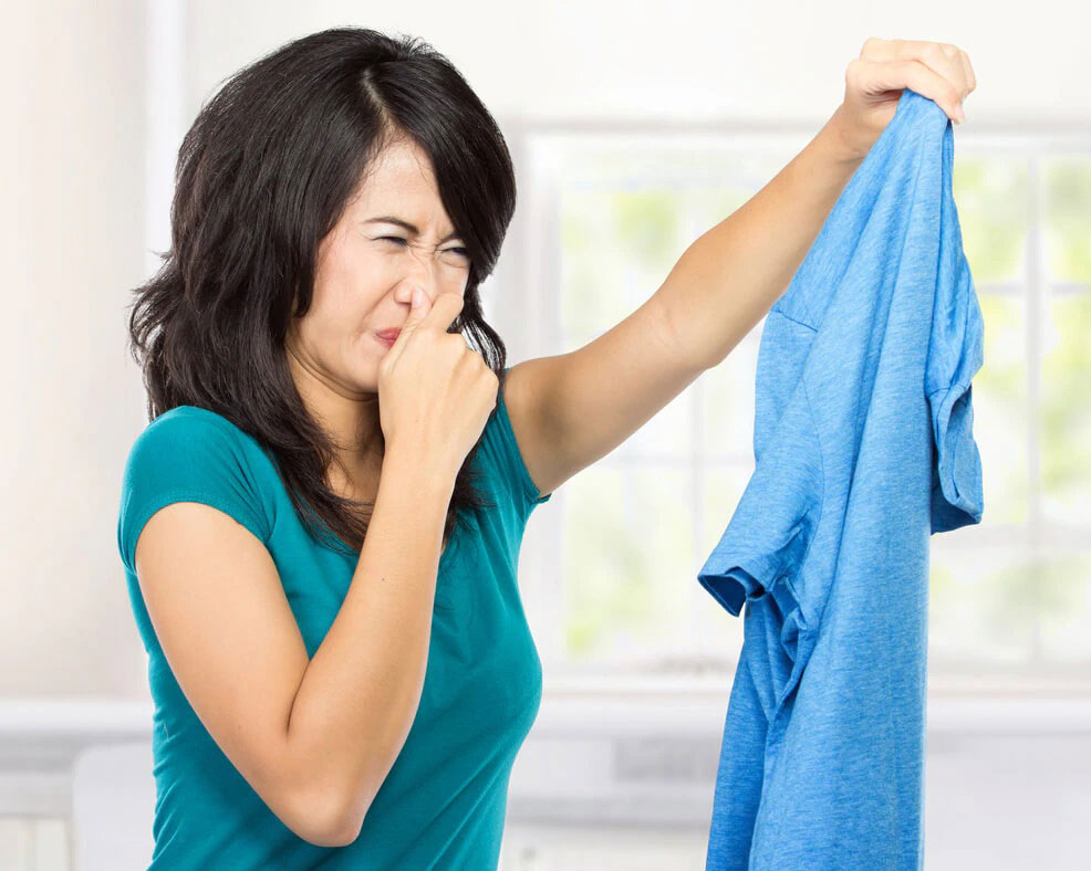como tirar o mau cheiro das roupas - axilas mofo
